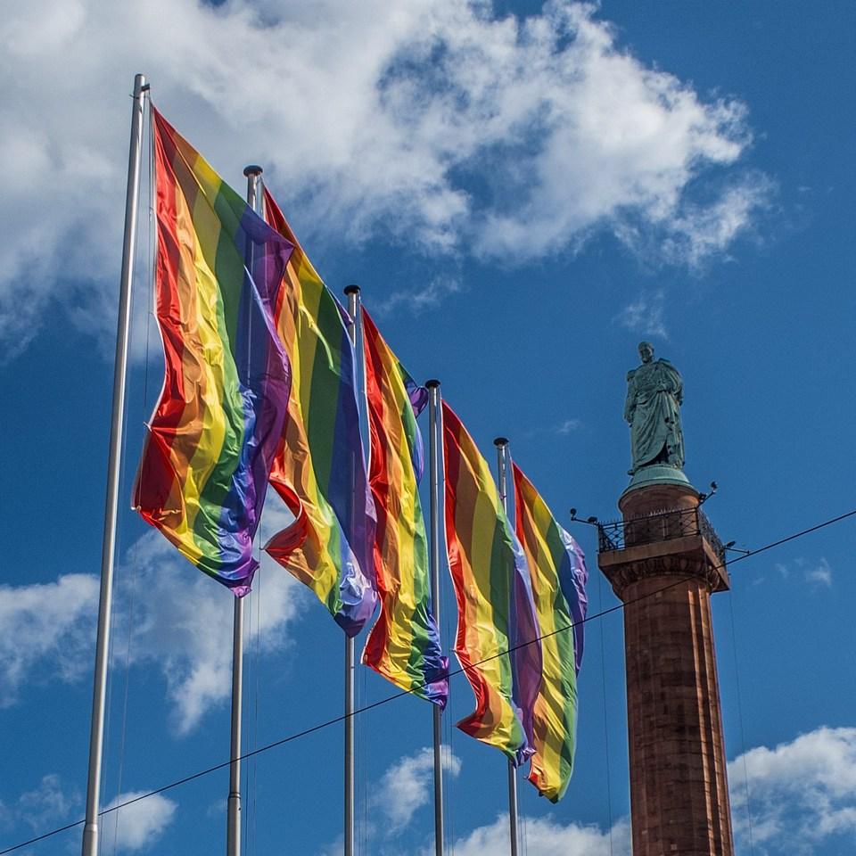 csd regenbogenflaggen luisenplatz